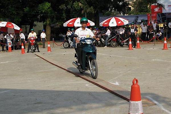 thi bằng lái xe máy quận long biên