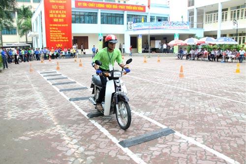 thi bằng lái xe máy tại quận ba đình