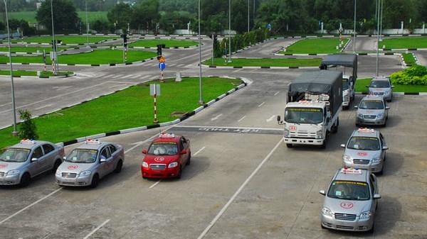 học lái xe ô tô huyện thanh trì giá rẻ