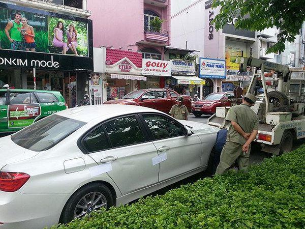 phụ nữ gây tai nạn ô tô
